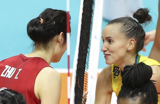 打服对手!朱婷兑现赛前承诺美国女排队长输球居然也开心