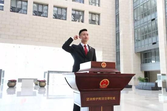 """""""法院版侯亮平""""有了新荣誉:入"""