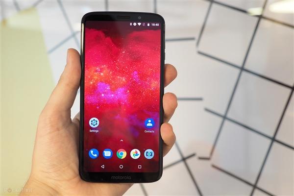 Moto Z2 Force焕发新生:外接5G模块可变身5G手机