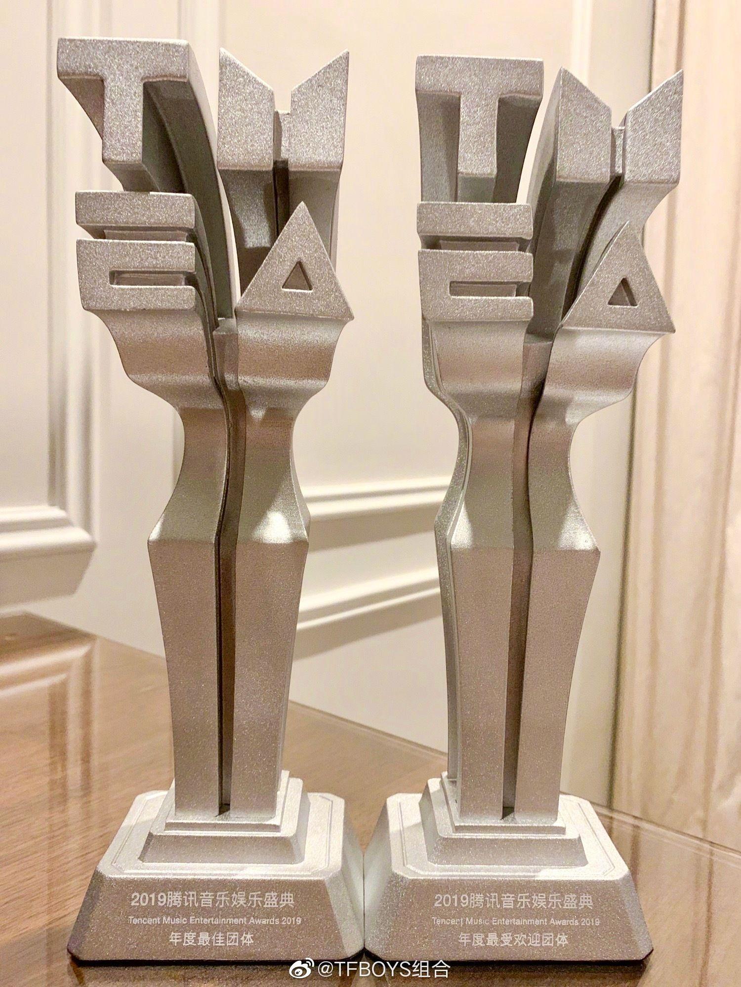 """TFBOYS收获音乐盛典两项荣誉,荣获""""年度最佳团体""""""""年度最受欢迎团体""""称号"""