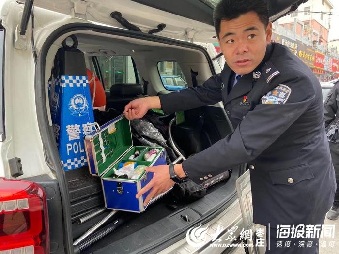 警车一天24小时不停地巡逻。住在市中区