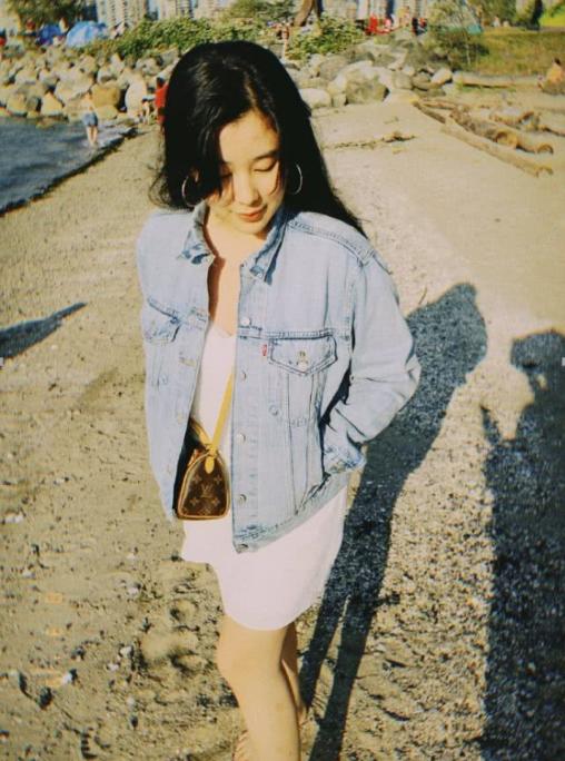 杨子17岁女儿杨海润晒生活照,背几万块的包,气质不输黄圣依