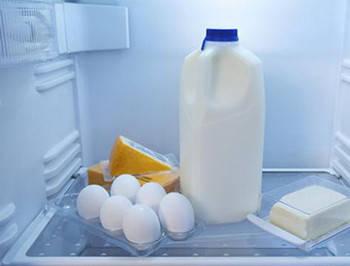冰牛奶舒缓晒伤肌肤