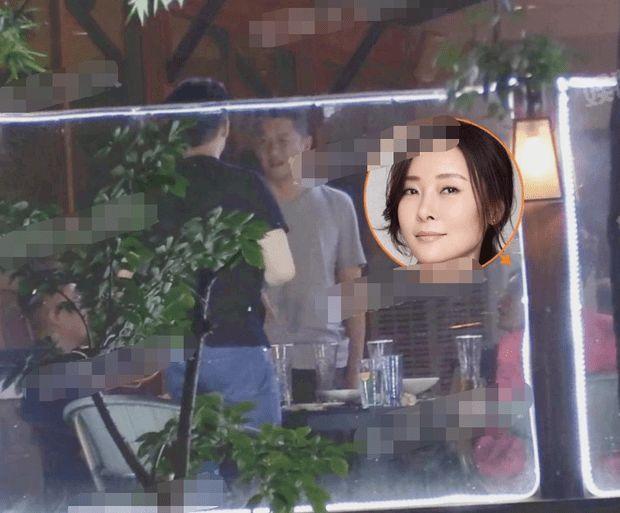 李亚鹏是她初恋,曾被骂小三7年,今47岁疑做高龄产妇不见对象搀扶