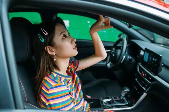 适合女司机开的车,不止好看还便宜,欧拉R1成首选