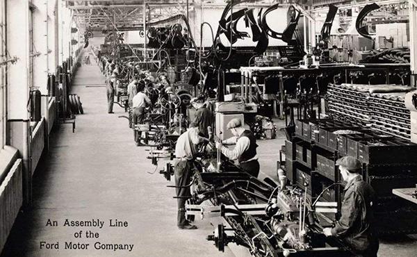有一个百年车企赢过勒芒颠覆过业界,却坚持只做平民车