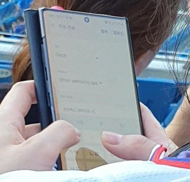 三星Galaxy Note10亮屏真机曝光 下巴极窄华晨宇 快乐大本营