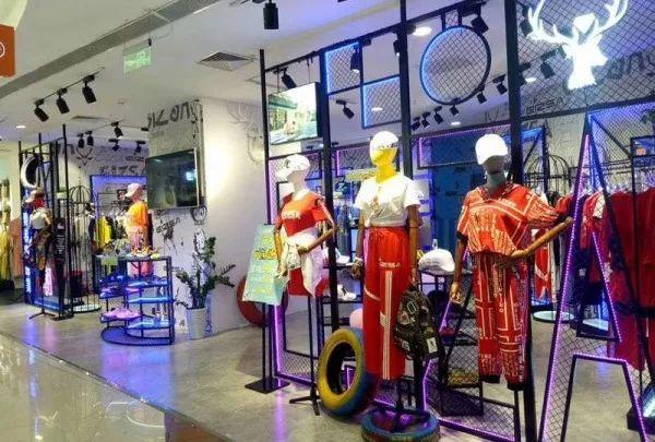 <b>半年关店2400间,巨亏5个亿,中国最大女装集团怎么了-__凤凰网</b>
