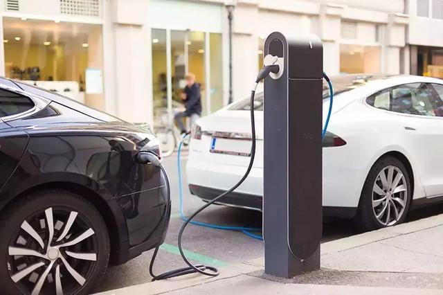 燃油车和新能源车,谁更易燃易爆炸?