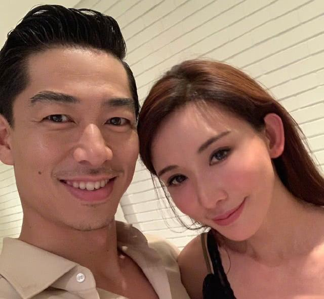 林志玲婚后一月首晒自拍 对镜甜笑脸变圆润