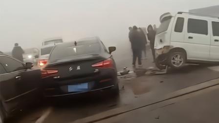 邢台澧河新桥数十辆车连环相撞 多车受损严重现场惨烈