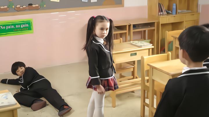 影视:小学生挑衅特种兵女儿,谁知女孩1打6,爸爸都无语了