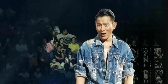 刘德华吉隆坡开唱现场重提15年前糗事回忆满满