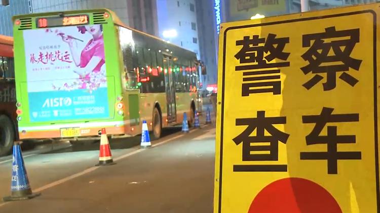 """过节交警不查?实习司机酒驾被拦下竟""""甩锅""""红茶"""