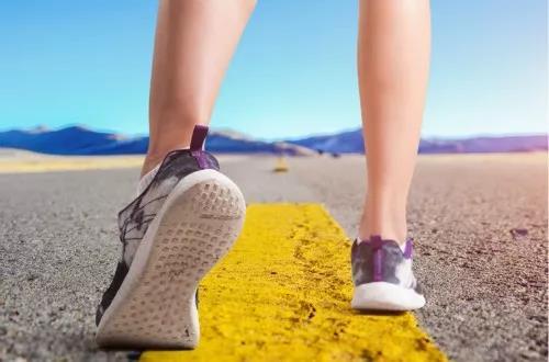 糖尿病患者夏季步行运动四大注意事项__凤凰网