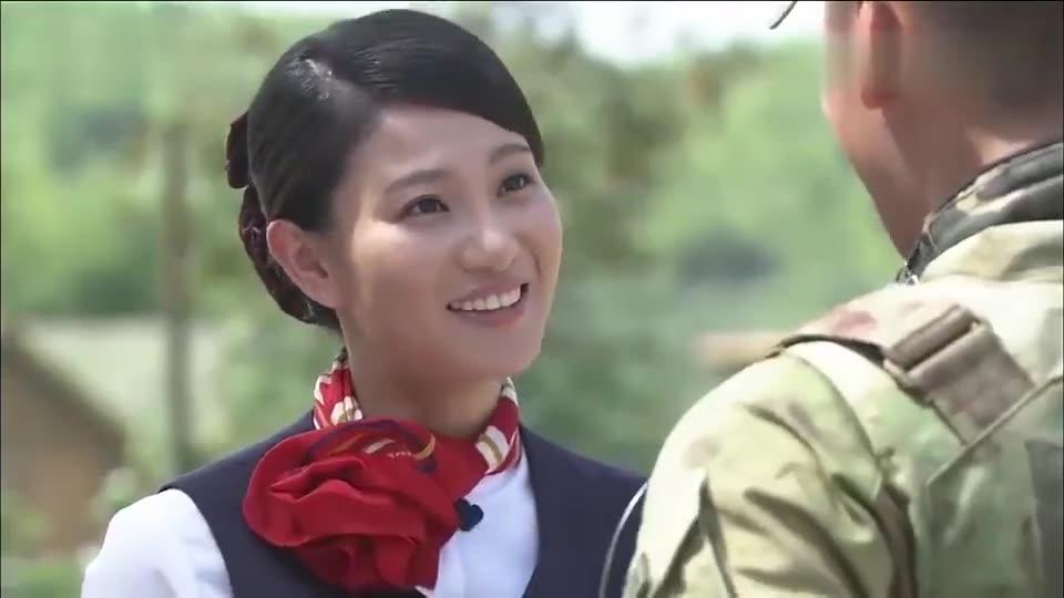 火凤凰:空姐不信男友是特种兵,来到部队后,直接就被吓到了