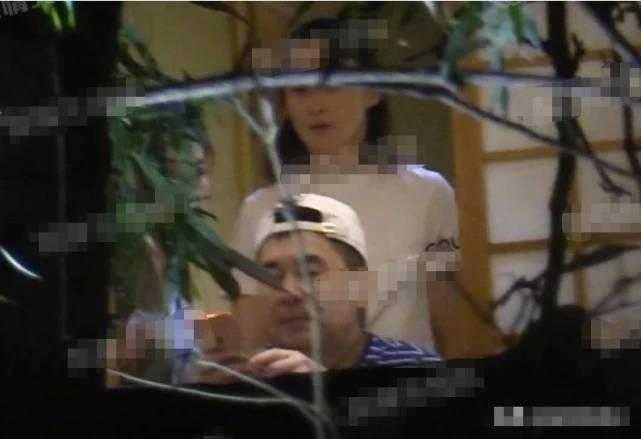陈建斌 蒋勤勤 老婆 儿子 手机 小老虎 海军 白色 网友 条纹 老师 t恤 棒球帽 包厢 寿司 老男孩