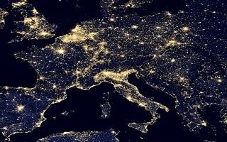 看完美国的夜景灯光卫星图,再回头看看中国的,这差距