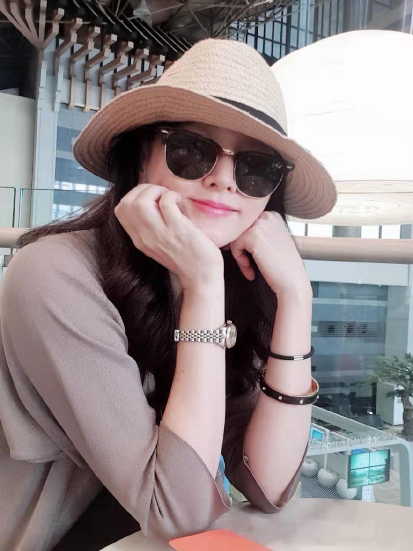 48岁李英爱现身上海捞金,姿态优雅颜值冻龄,子女前来探班太温馨