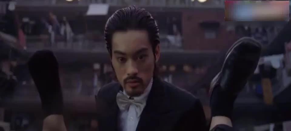 经典电影《功夫》:星爷的演技非常棒.被刀扎,蛇咬表情