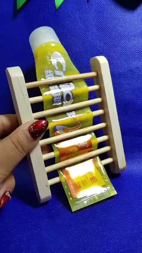 牙膏用没了千万别扔,这样做非常实用