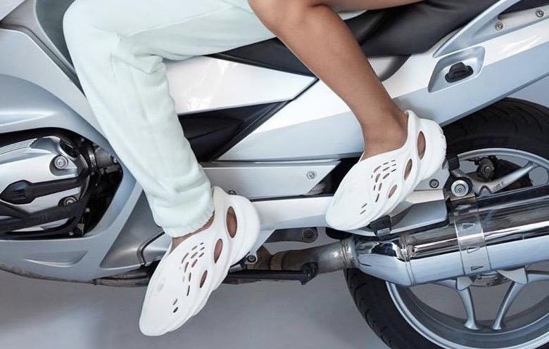 YEEZY全新鞋型Foam上脚细节大赏!看完之后你还冲么?