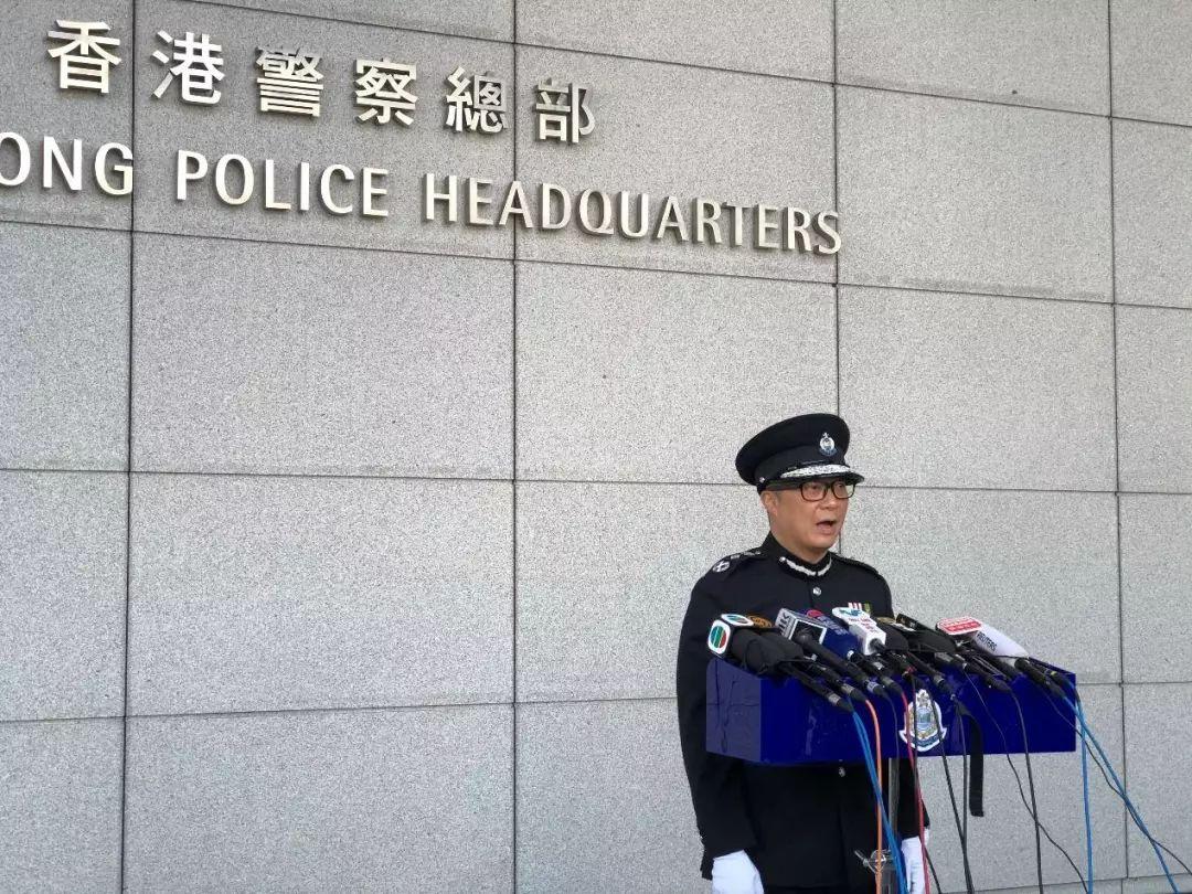 新任香港警务处处长邓炳强在记者会上亮相。(摄影:南方日报)
