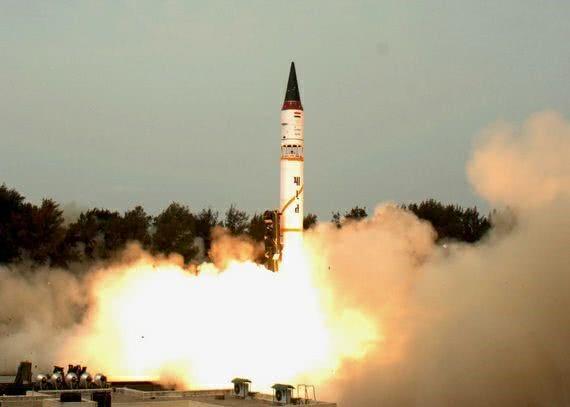 印度核导弹突然启封 大批部队涌向印巴边境