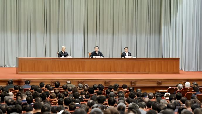 今天举行的中央宣讲团报告会上 李强作宣讲报告