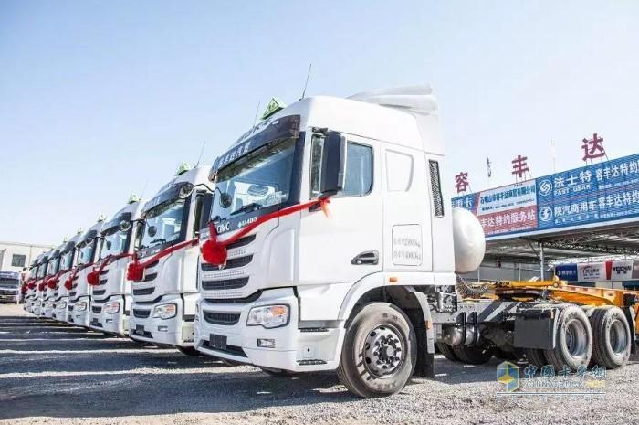 首批国六LNG(天然气)牵引车交付