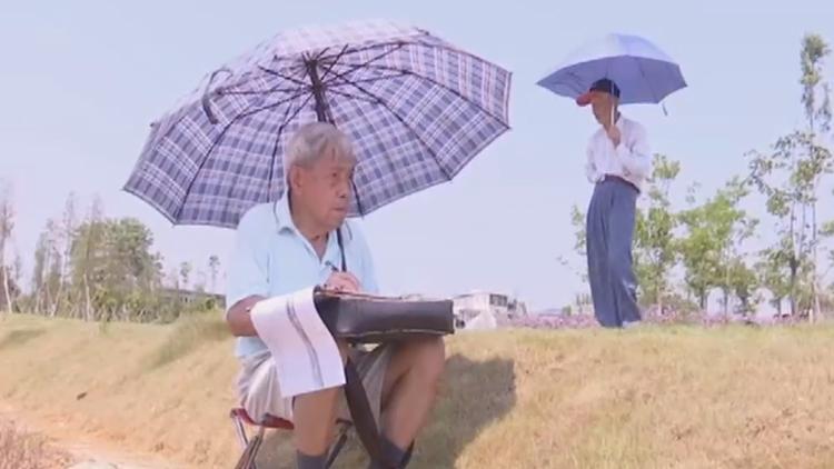 87岁退休教师坚持写生13年 老伴爱上画画已出书