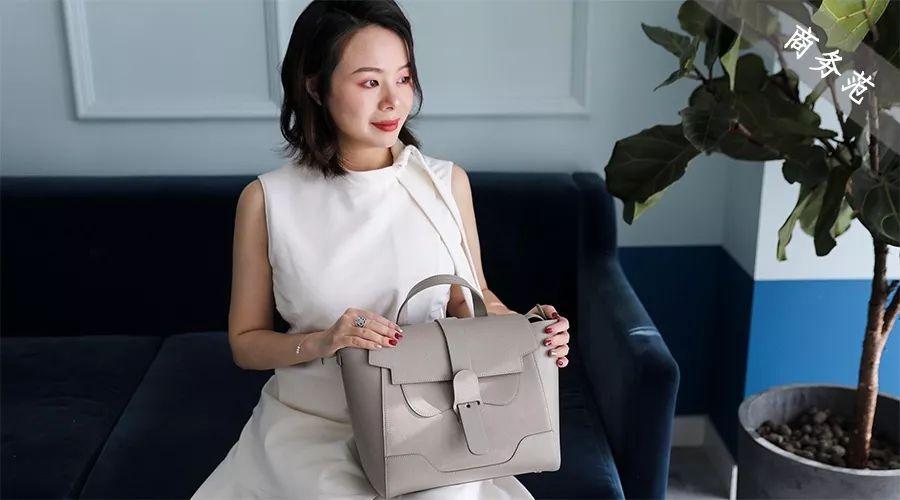 国外女精英都在背这只包!可手提可双肩,能装电脑又好看…