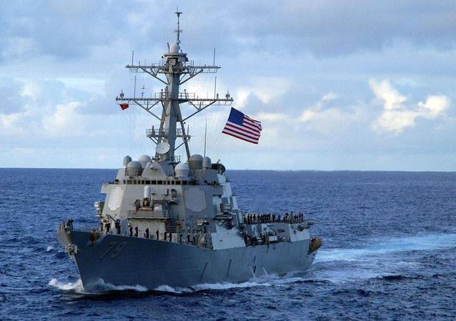 无视警告强行穿越海峡,美军舰再