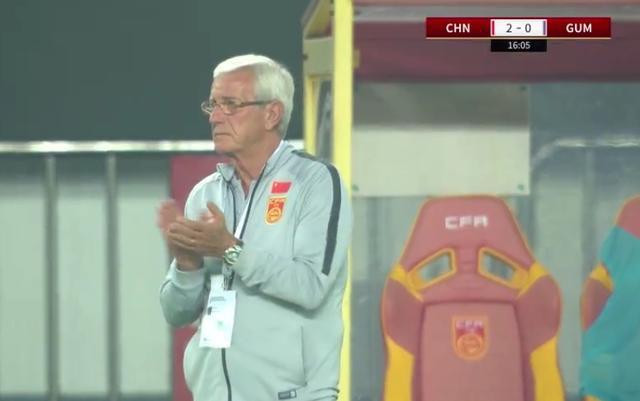 71岁里皮赛后1幕令人动容:国足7-0狂胜后主动安慰关岛教练