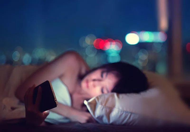 晚上不睡觉叫耗伤阳气, 早上不起来叫什么?