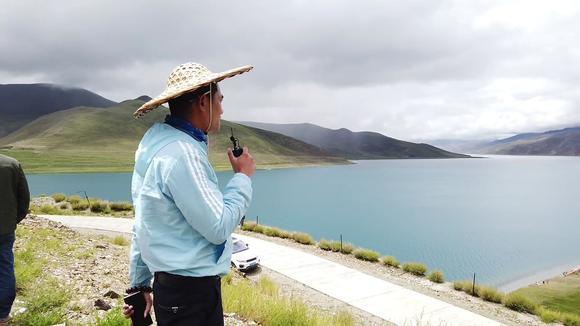 西藏自驾游,带无人机去羊卓雍措航拍,这里的风景实在太棒了