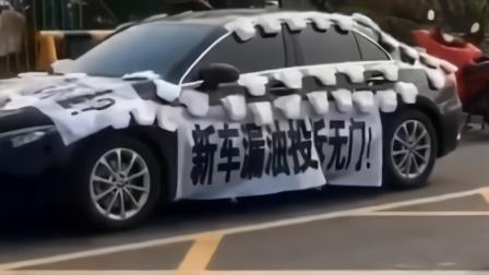 """济南奔驰女车主""""贴尿不湿维权"""" 刚买俩月新车发动机漏油"""