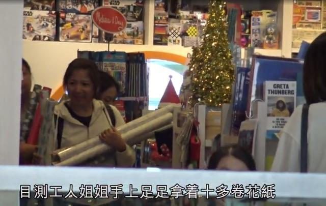 黎姿拎10万名牌包扫货 7岁女儿长相神似妈妈(图)