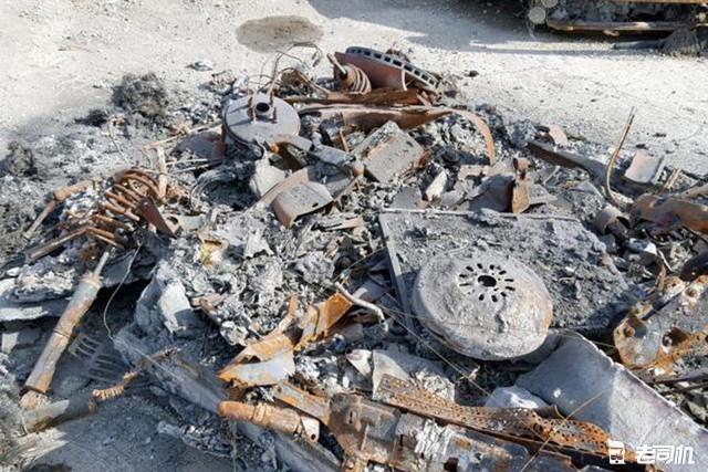 加州有人在賣這一輛,不對,是這一堆燒成灰的法拉利458 Spider,硬頂敞篷,中置後驅,4.5升 V8自然吸氣汽油機,570馬力 540牛米,官方零百3.4秒。誠信經營,童叟無欺,原價25萬美元,現在看著給就行,愛就馬上行動,實現法拉利夢