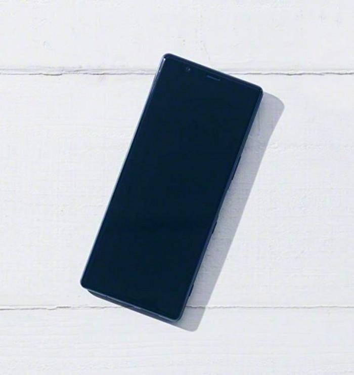Xperia 2真机谍照曝光:21:9全面屏 后置三摄