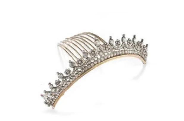 向太曾壕掷8000万买巨钻,郭碧婷结婚全身戴珠宝超千万