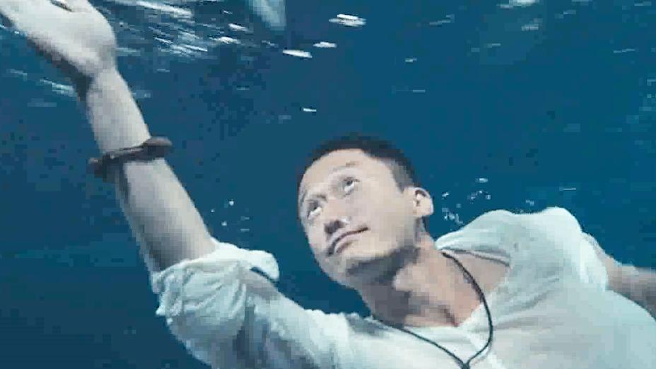 战狼这组水下长镜头,成就3分钟没换气,电影中国电影史上吴京日本经典说狼人的故事图片