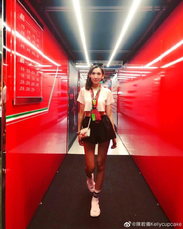 林志颖娇妻陈若仪现身新加坡,身材高挑大长腿,网友:太像林志玲