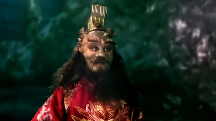 十二生肖传奇:龙王给孙子龙骨,指着龙门:跳过去就是真正的龙人图片