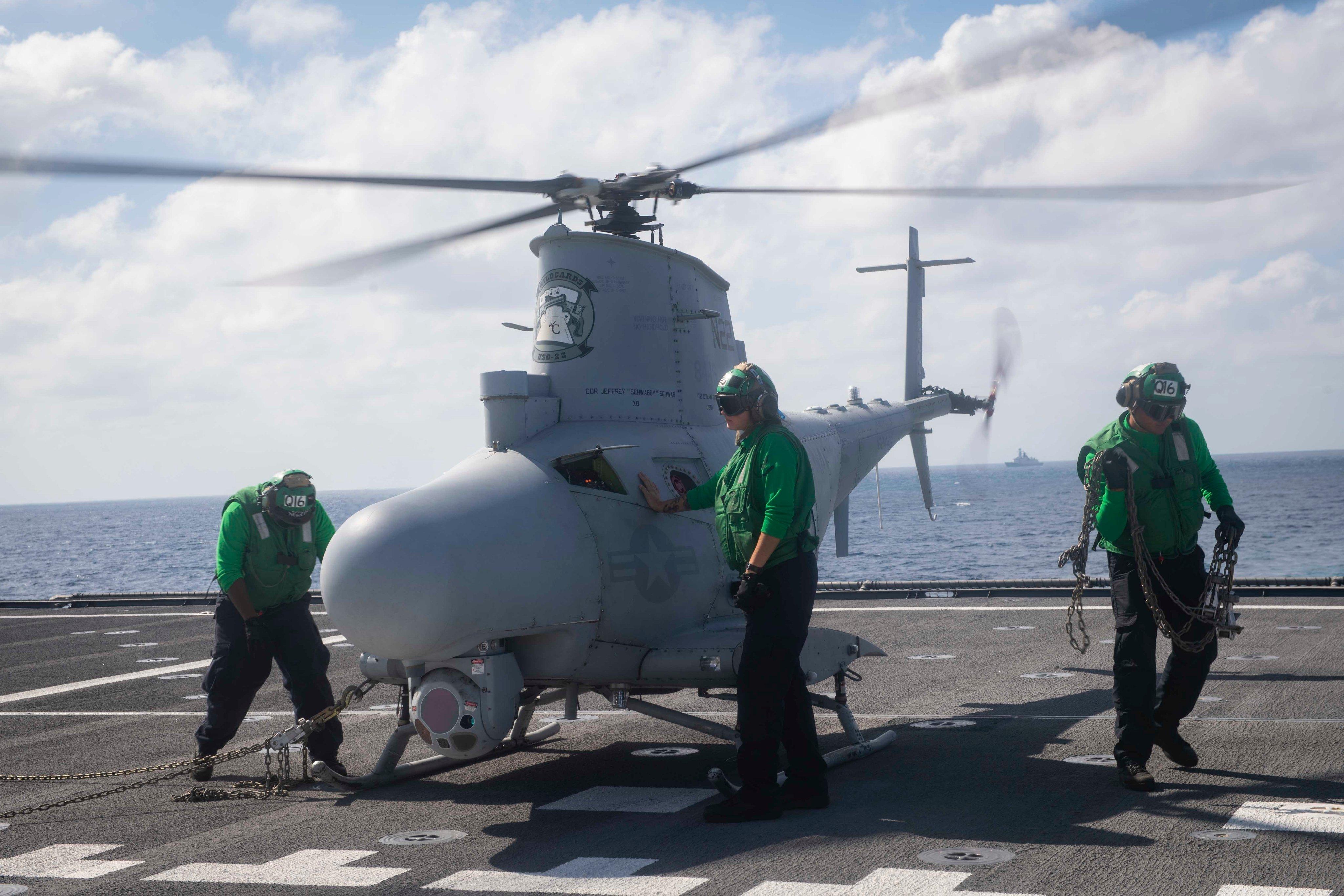 美滨海战斗舰南海航行照片出现解放军护卫舰