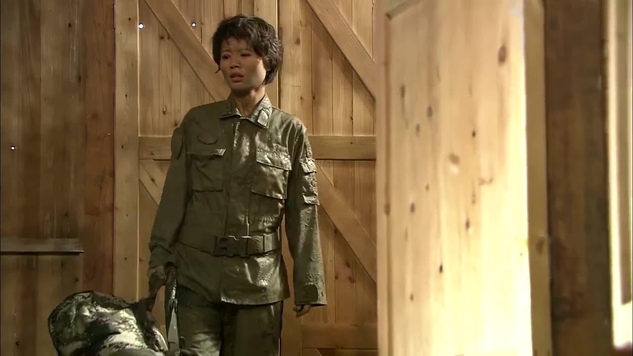 火凤凰:男兵守着教导员洗澡,教导员害羞,却又不得不洗