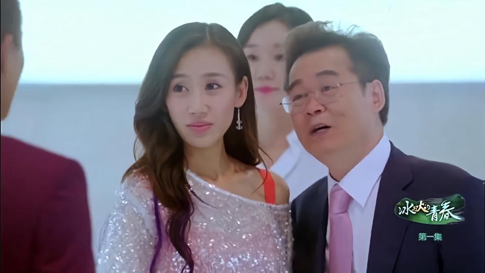 富千金去机场接老爸,偶遇男友接大客户,下秒戏剧性的一幕发生了