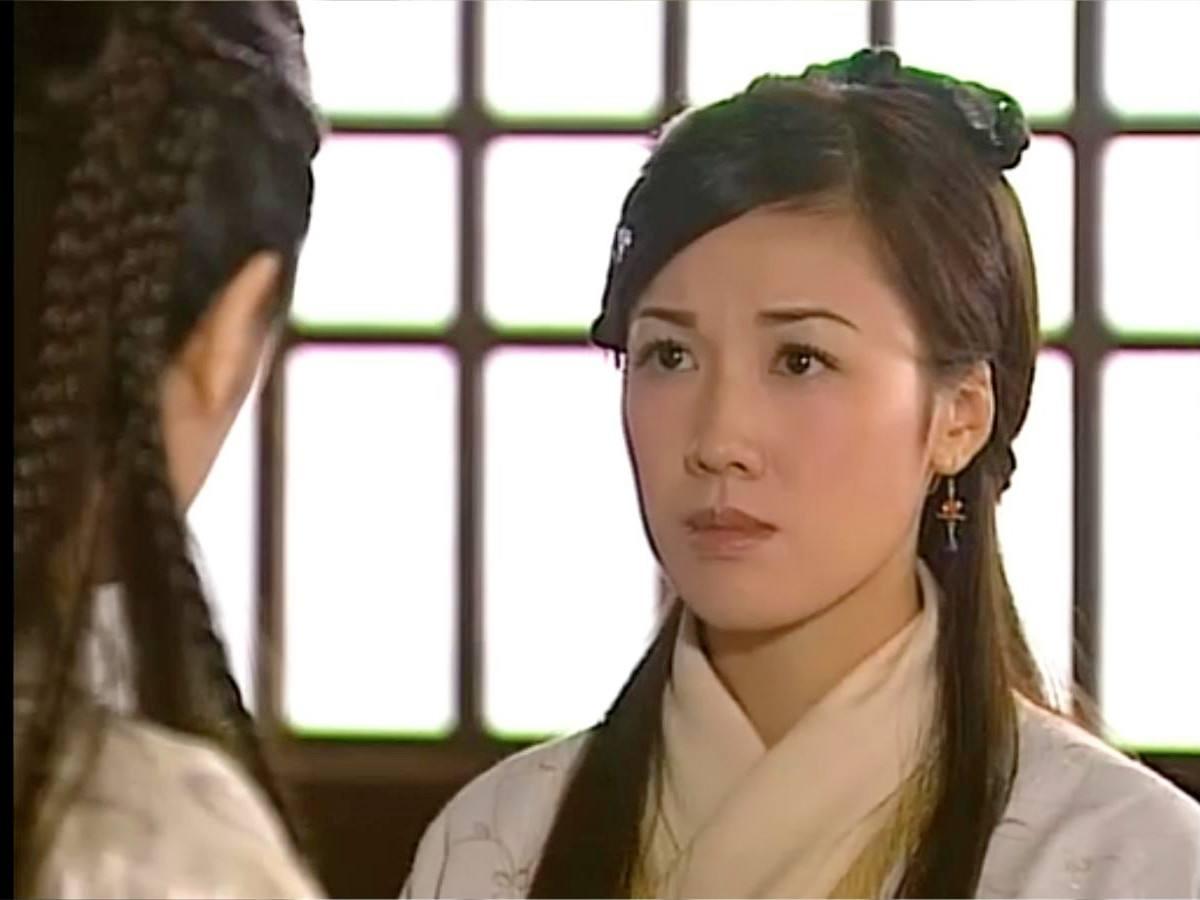 李施嬅成了惊奇队长同门师妹,在TVB15年没火离巢就成国际影后