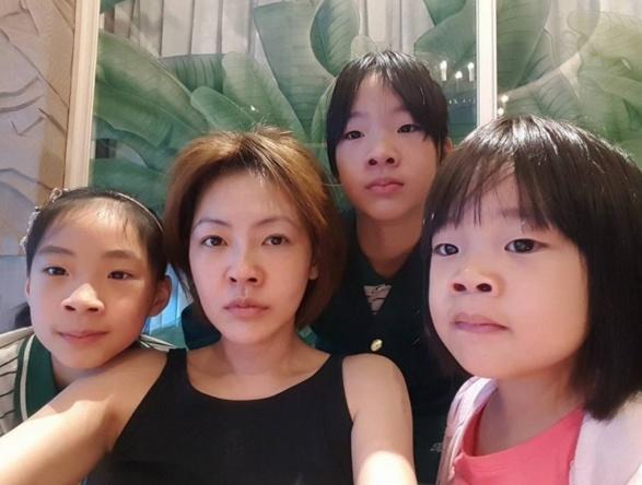 小S仨女儿相继拍大片,曾被骂丑的姐妹花如今长成高级脸