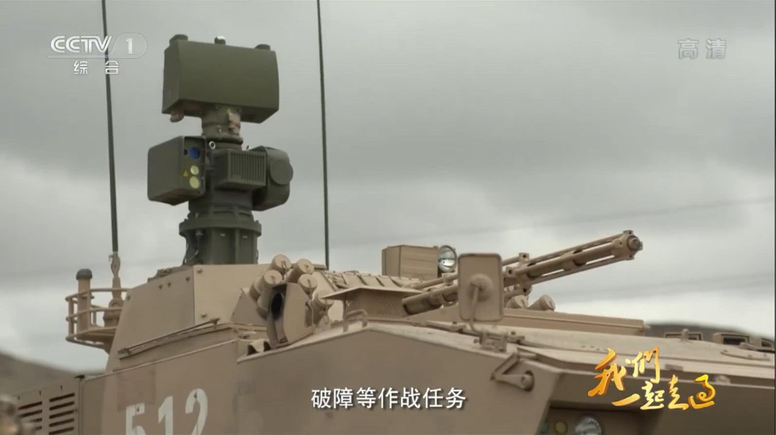 国产新型装甲侦察车现身,开动后直接叫来歼11、直19一起炸